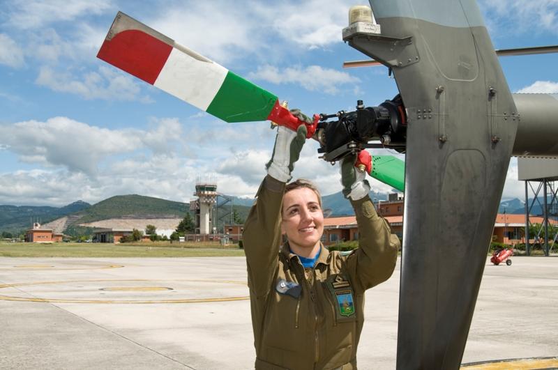 Elicottero 72 Stormo : Il ° stormo abilita la prima istruttrice di volo dell